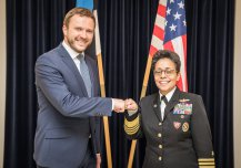 Kaitseminister Tsahkna ja USA Euroopa mereväe juht admiral Michelle Howard.