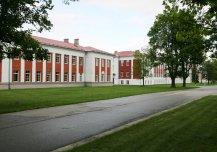 Ehitatud 1932, 1936, renoveeritud 2002 ja 2007, kasutusel kasarmutena Kuperjanovi pataljonis.