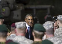 Barack Obama met with Estonian servicemen and American paratroopers during the US President's visit to Estonia on Wednesday, September 3rd. Obama thanked the US and Estonian soldiers for their service.