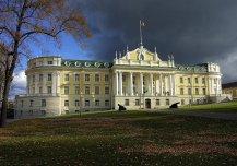 Ehitatud 1925 sõjaväe hospidaliks, renoveeritud 2002, hoones paikneb Kaitseväe Peastaap.