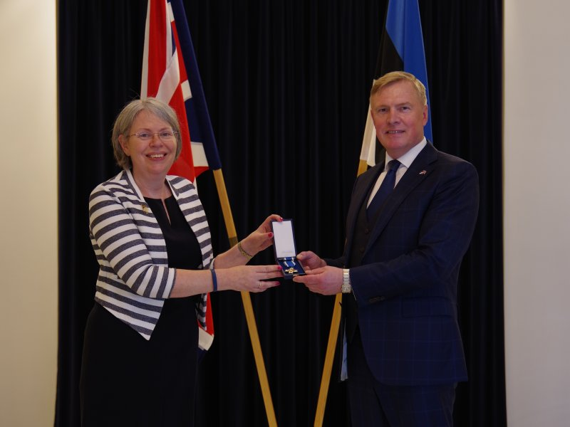 Kalle Laanet recognized the Ambassador of the United Kingdom to Estonia with the Cross of Merit of the Ministry of Defence, Second Class