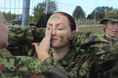 Young women are invited to work shadow conscripts