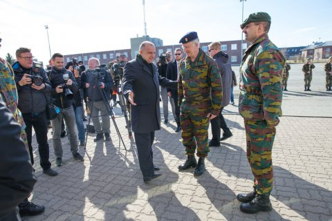King of Belgian´s meets with troops serving at Tapa