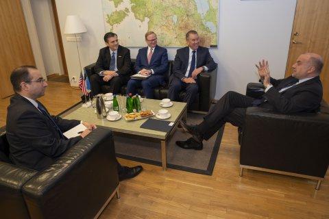 Kaitseminister Jüri Luik võõrustamas  Ameerika Ühendriikide Kaitseministeeriumi poliitika küsimuste asekaitseminister John Rood´i saatjaskonnaga