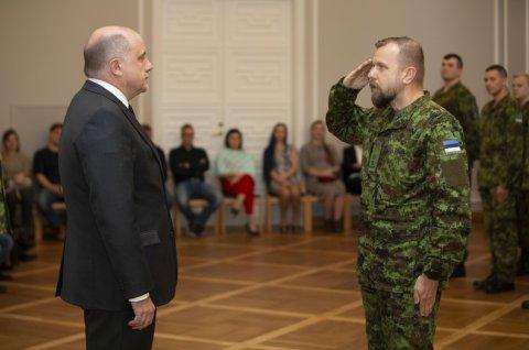 Kaitseminister Luik tänas missioonil käinud Eesti sõdureid medaliga