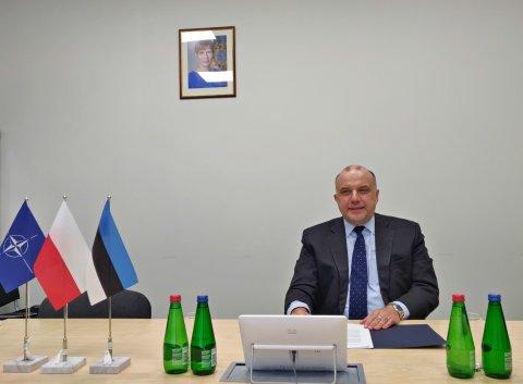 Kaitseminister Jüri Luik kohtus videosilla vahendusel Poola kaitseministri Mariusz Blaszczakiga.