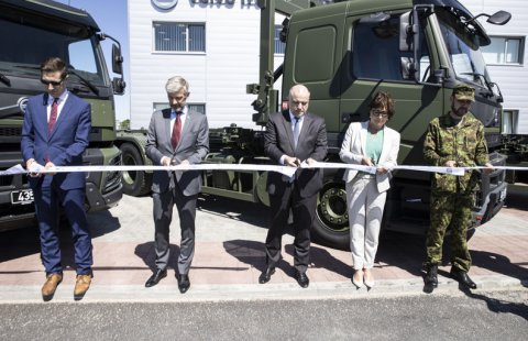 Defence Forces vehicle fleet will grow with 40 new Volvo container trucks