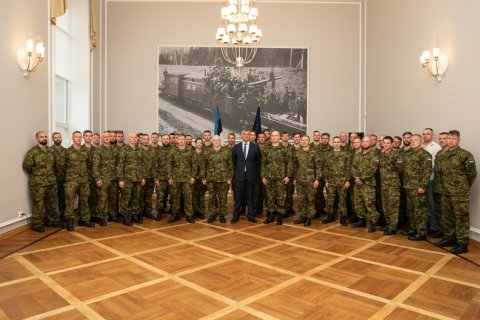 Secretary General presents servicemen with mission medals