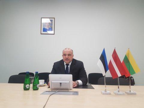 Kaitseminister Jüri Luik kohtus videosilla vahendusel Läti ja Leedu kolleegide Artis Pabriksi ja Raimundas Karoblisega.