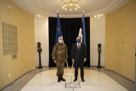 Kaitseminister Jüri Luik ja EL sõjalise komitee (EUMC) esimees kindral Claudio Graziano arutasid tänasel kohtumisel Euroopa Liidu sõjaliste operatsioonide ja kaitse-eelarve küsimusi ning käsitlesid ka pingelist olukorda Mägi-Karabahhis ja arenguid Liibüas.