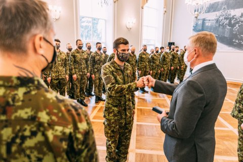 Minister of Defence Kalle Laanet presented medals to Estonian servicemen who had served in international military operations and missions.