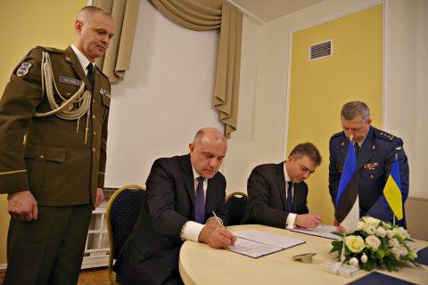 Kaitseministrid Jüri Luik ja Andriy Zagorodnyuk, et arutada edasist koostööd Ukraina kaitsevõime toetamisel ning allkirjastada ühisdeklaratsioon.