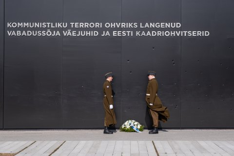 Minister of Defence Luik participates in memorial service commemorating Soviet Deportations.