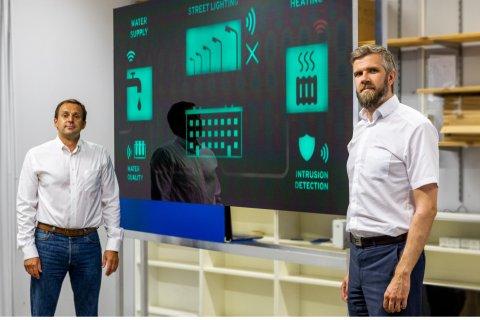 Thinnect OÜ tegevdirektor Jurgo Preden ja Kaitseministeeriumi küberpoliitika osakonna juhataja Andri Rebane. Foto: Liis Reiman