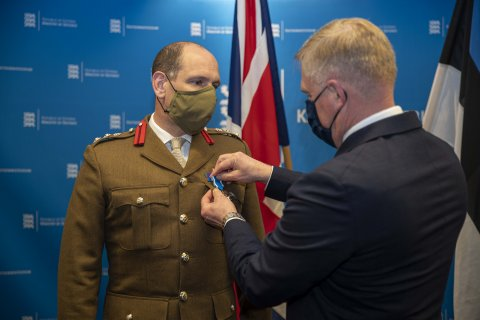 The contribution of the Commander of the NATO Enhanced Forward Presence in Estonia was recognized with the Cross of Merit of the Ministry of Defence, Second Class
