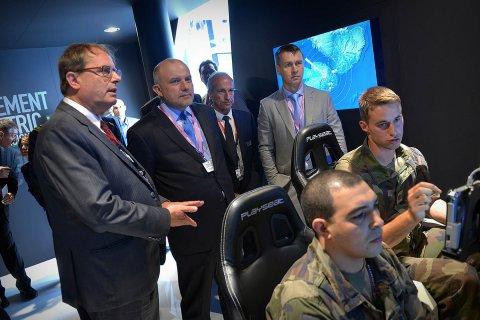 Kaitseminister tutvustab Pariisis Eesti kaitsetööstust