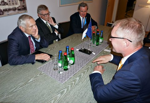 Retired generals Wesley Clark, Egon Ramms and Richard Shireff meeting today with Minster of Defence Hannes Hanso.