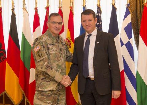 Kaitseministeeriumi kantsler Jonatan Vseviov NATO vägede ülemjuhataja kindral Scaparottiga
