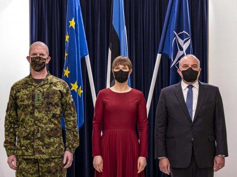 Kaitseväe juhataja kindralmajor Martin Herem, Eesti Vabariigi president Kersti Kaljulaid ning kaitseminister Jüri Luik.
