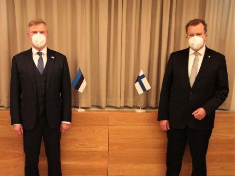 Estonian Minister of Defence Kalle Laanet and Finnish Minister of Defence Antti Kaikkonen
