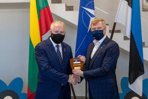 Kaitseminister Kalle Laanet kohtus eile Tapa sõjaväelinnakus Leedu kaitseminister Arvydas Anušauskasega.