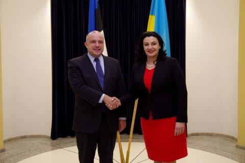 Kaitseminister Jüri Luik (vasakul) kohtus Ukraina asepeaministri Ivanna Klympush-Tsintsadzega.
