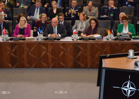 Luik osaleb NATO kaitseministrite kohtumisel ja kohtus EL-i kõrge esindajaga.