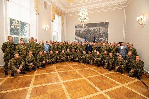 Kantsler Prikk andis kaitseväelastele üle missioonimedalid.