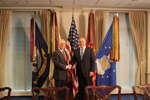 Kaitseminister Jüri Luik kohtus eile õhtul Washingtonis Ühendriikide kaitseministri James Mattisega.