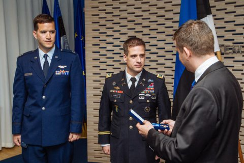 Capt. Daniel Griffin (left), Lt.Col. William McNicol and Permanent Secretary Jonatan Vseviov