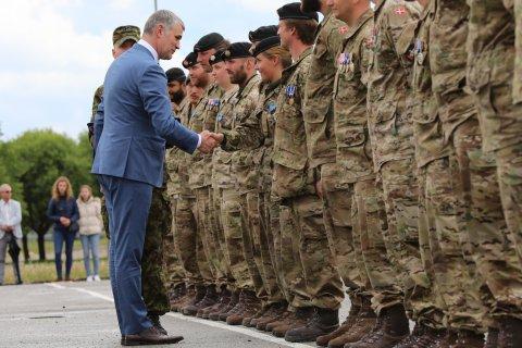 Kaitseministeeriumi kantsler Kristjan Prikk tänas täna medalitseremoonial Eestis teenivaid Taani kontingendi liitlassõdureid.