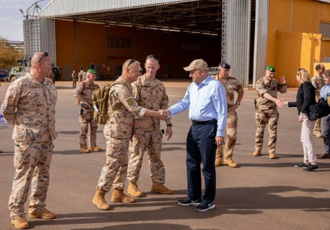 Defence Minister Luik meets Estonian contingent in Mali.