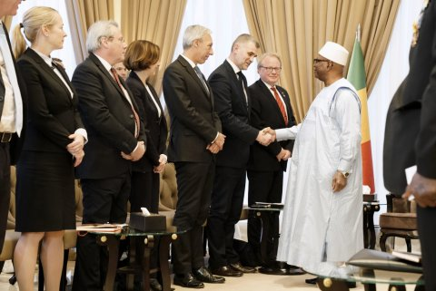 Permanent Secretary of the Ministry of Defence of Estonia, Kristjan Prikk meeting with the President of the Republic of Mali, Ibrahim Boubacar Keïta to discuss the results of the Pau Summit. (Photo credit: Ministry of Armed Forces of France)