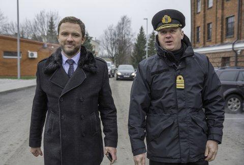 Kaitseminister Margus Tsahkna ja mereväe ülem kaptenleitnant Jüri Saska